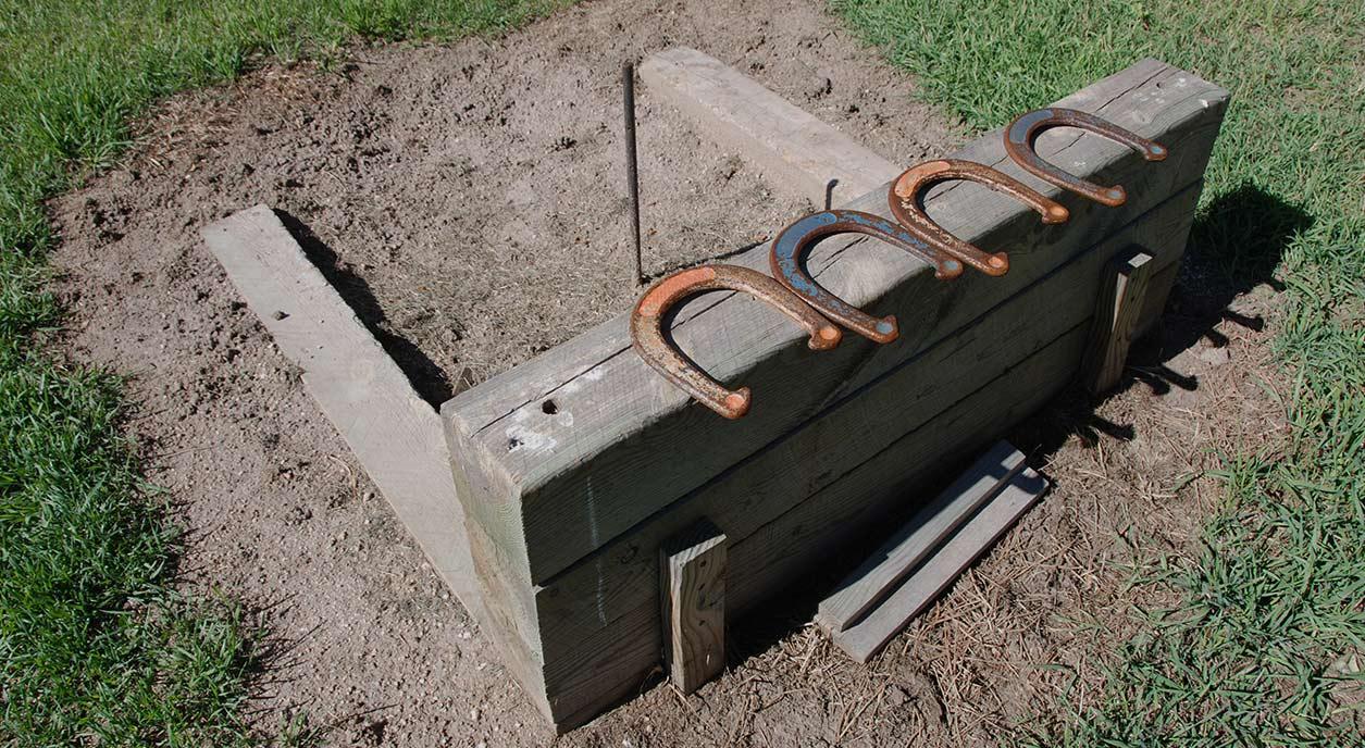 horseshoe-pit-game
